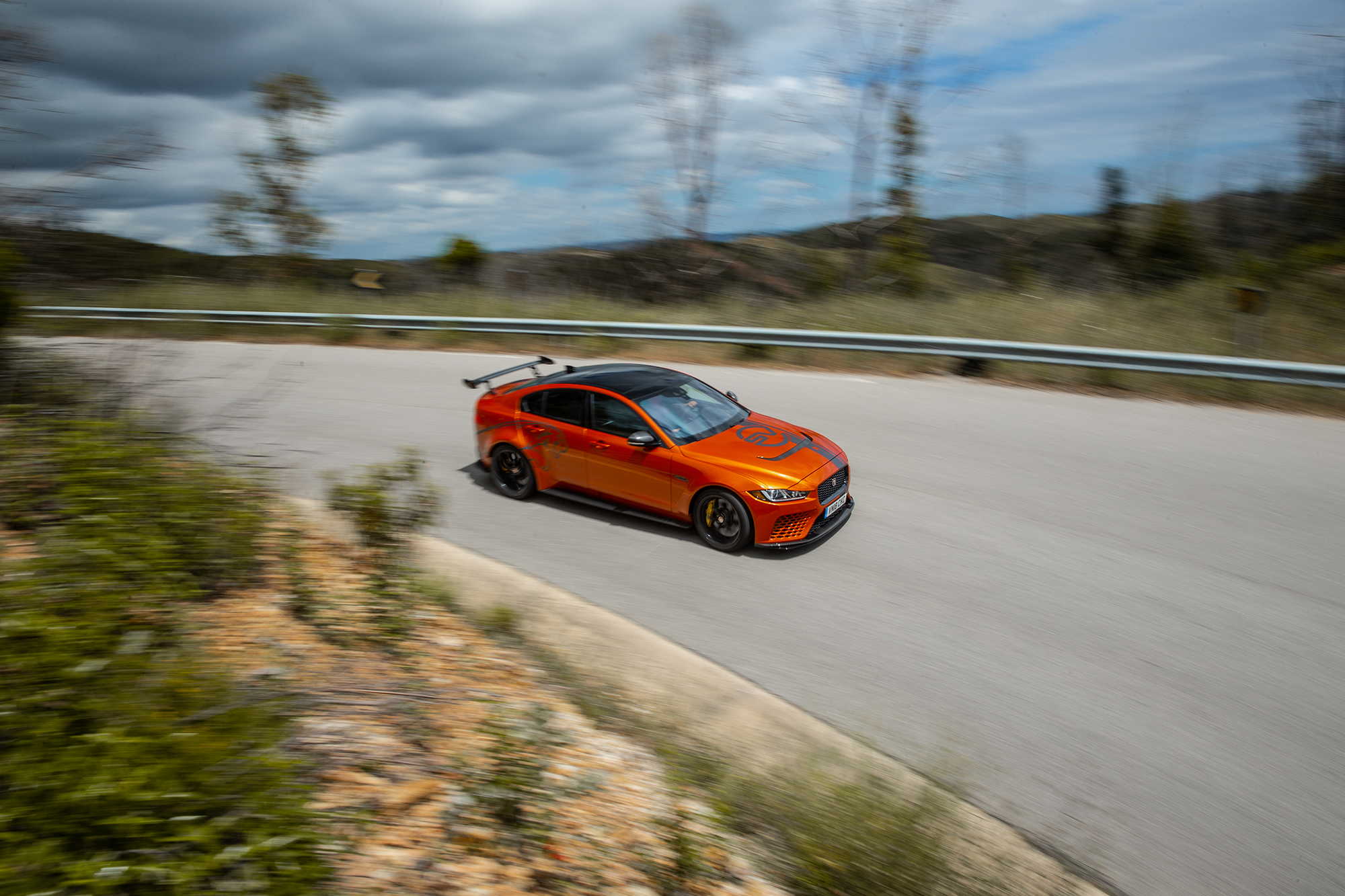 Jaguar XE SV Project 8-1060