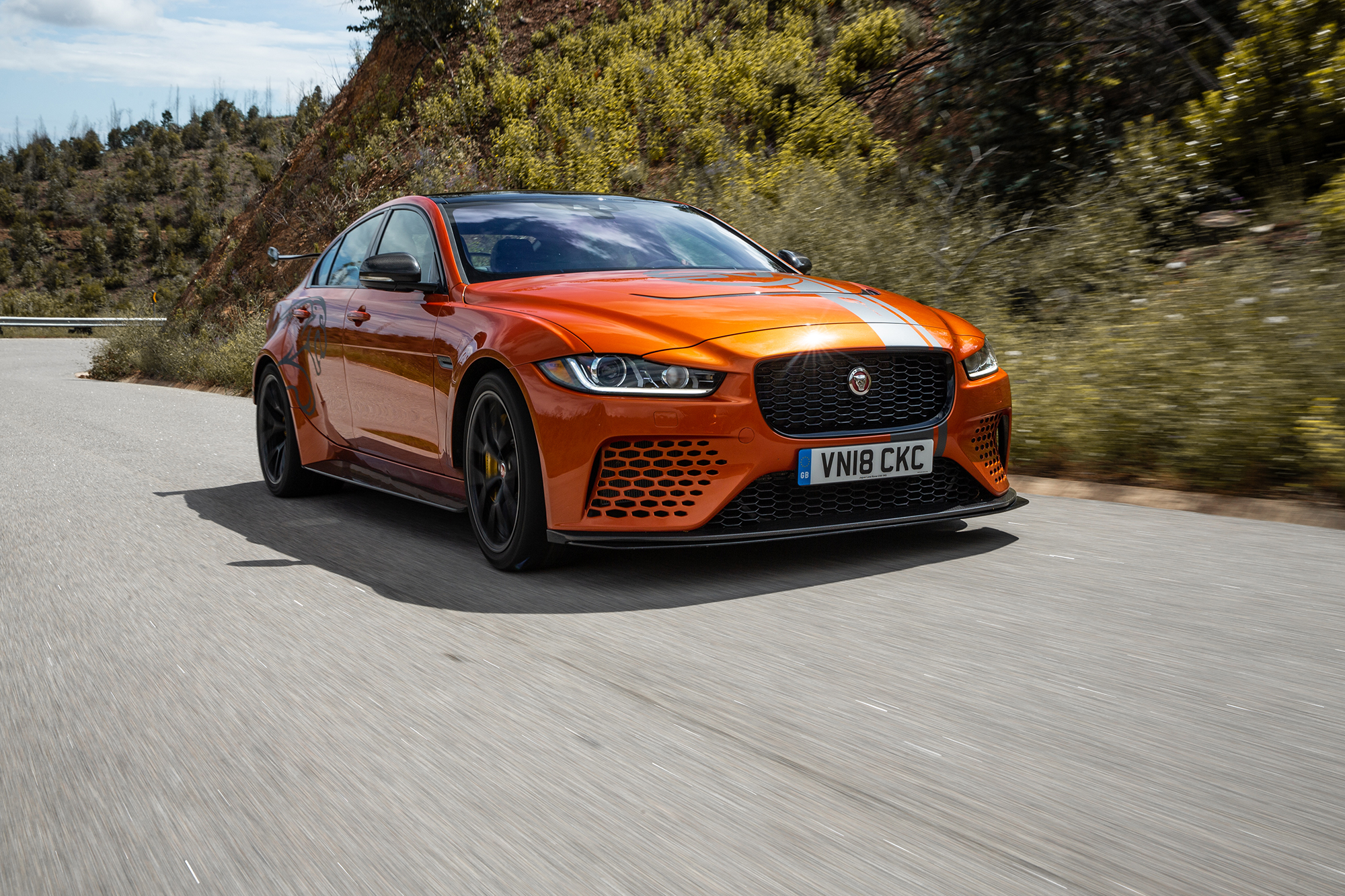 Jaguar XE SV Project 8-1087
