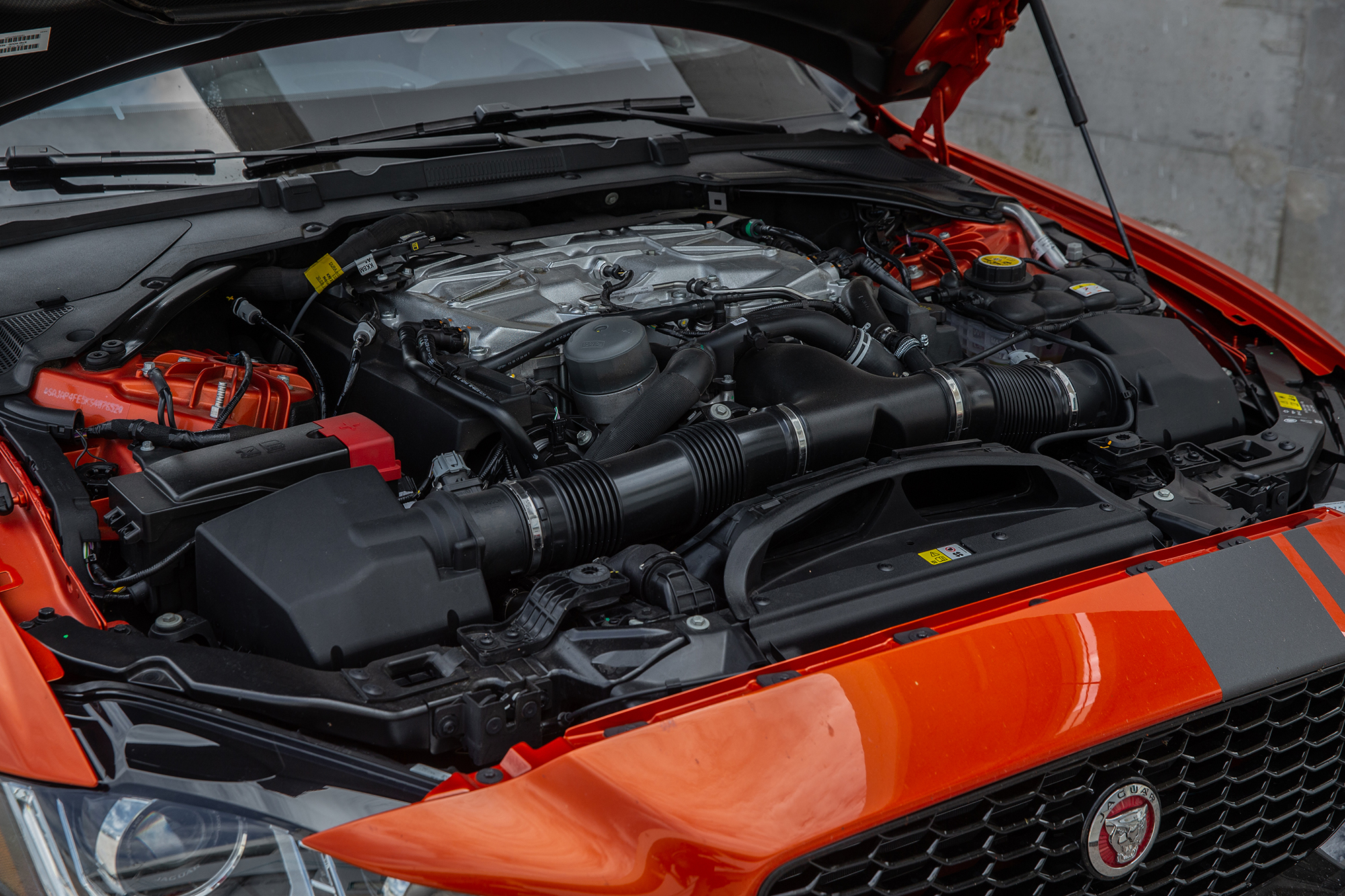 Jaguar XE SV Project 8-9002